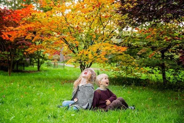 سعی کنید لبخندها و حالت های طبیعی بچه ها را ثبت کنید.