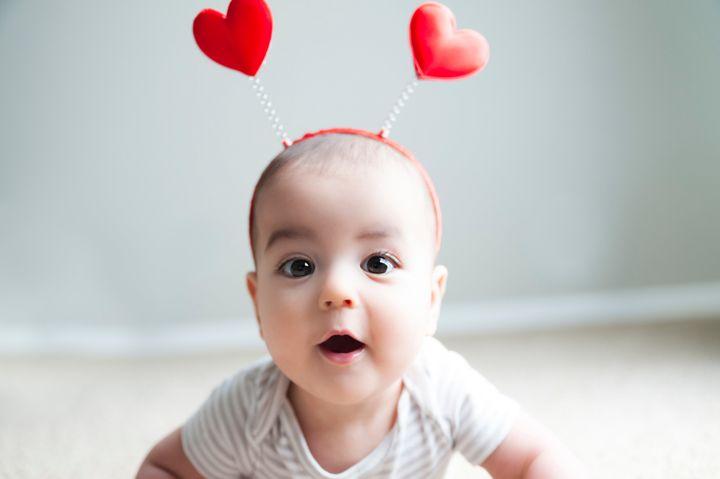 کودک با تل موی قلبی روی سر
