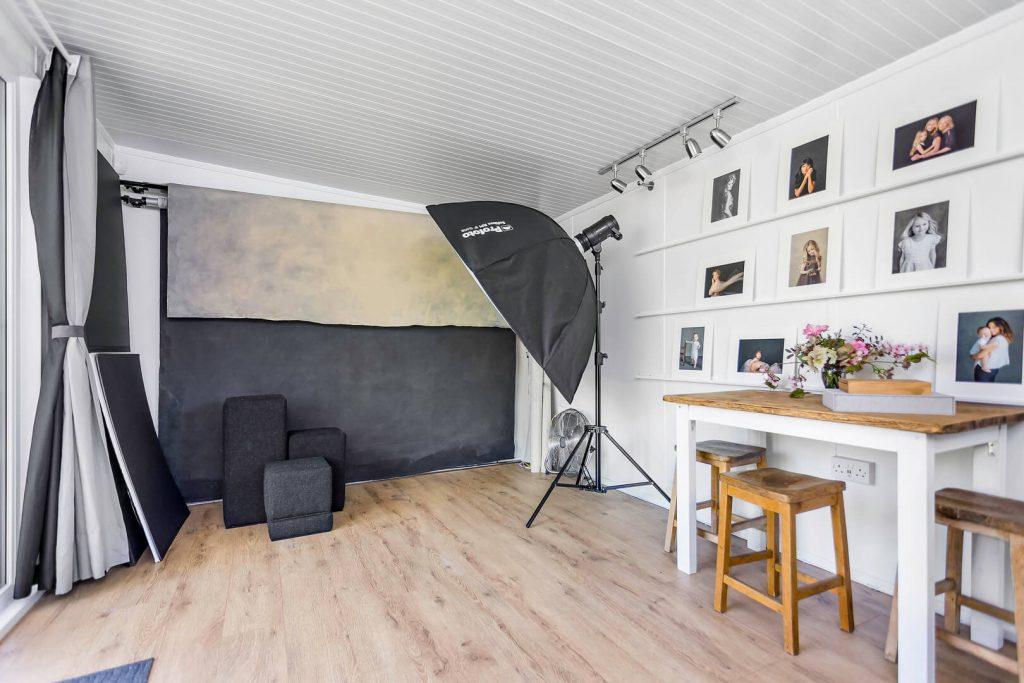استفاده از لوازم و تجهیزات مناسب در طراحی عکاسی