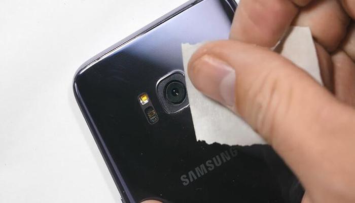 تمیز کردن لنز موبایل