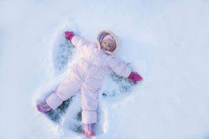 عکس از کودک در برف